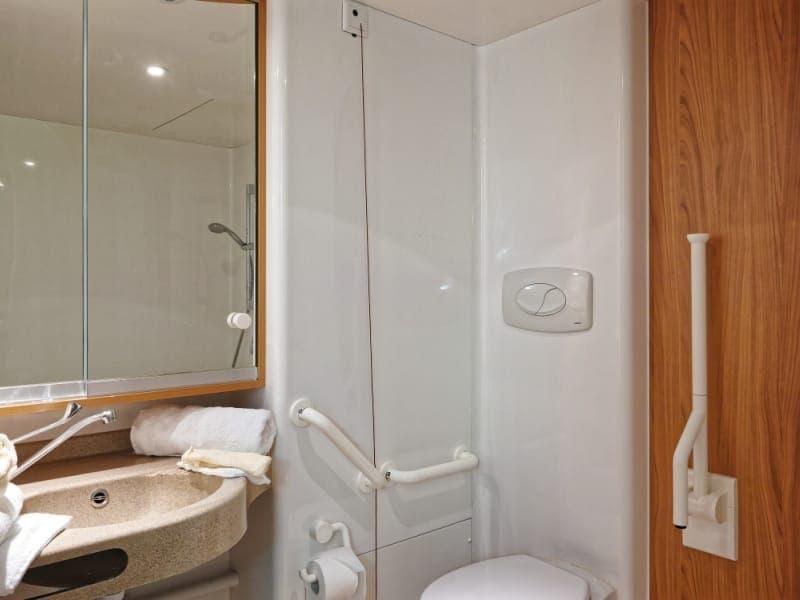 Maison de retraite limoges ehpad saint martial limoges - Salle de bain maison de retraite ...