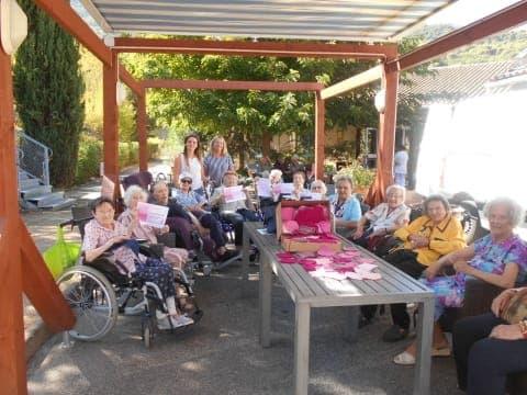Projet tricotons ensemble un ruban rose contre le cancer for Maison de ruban