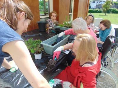 Orpea La Cheneraie atelier jardinage