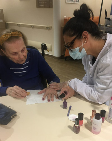 Orpea Les Jardins D'Ombeline manicure