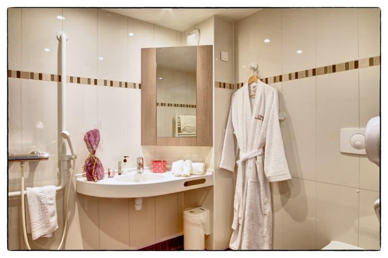Maison de retraite la villa des pins andernos les bains - Salle de bain maison de retraite ...