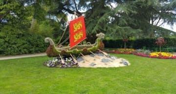 Image représentant le jardin des plantes et les drapeaux normands